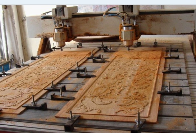第七:不要在木工雕刻机台面或机头放置杂物,带有磁性材料,超重量物品